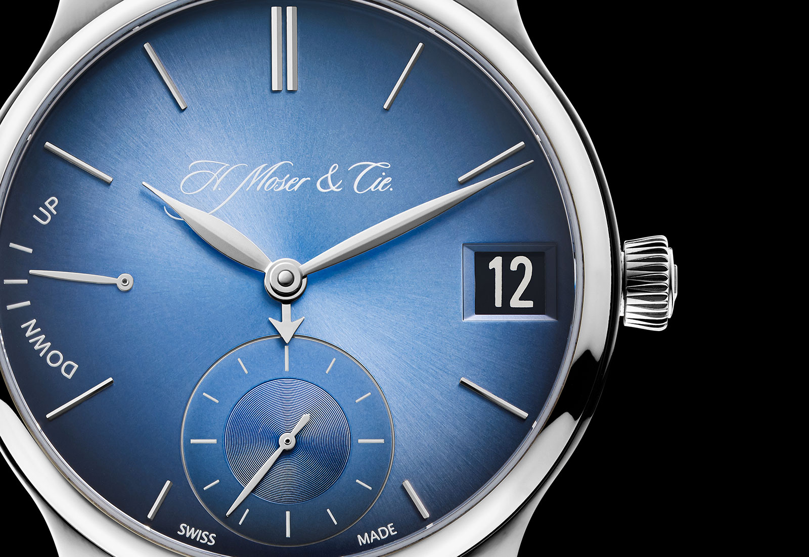 H.-Moser-Endeavour-Perpetual-Calendar-Funky-Blue-Smartwatch-1