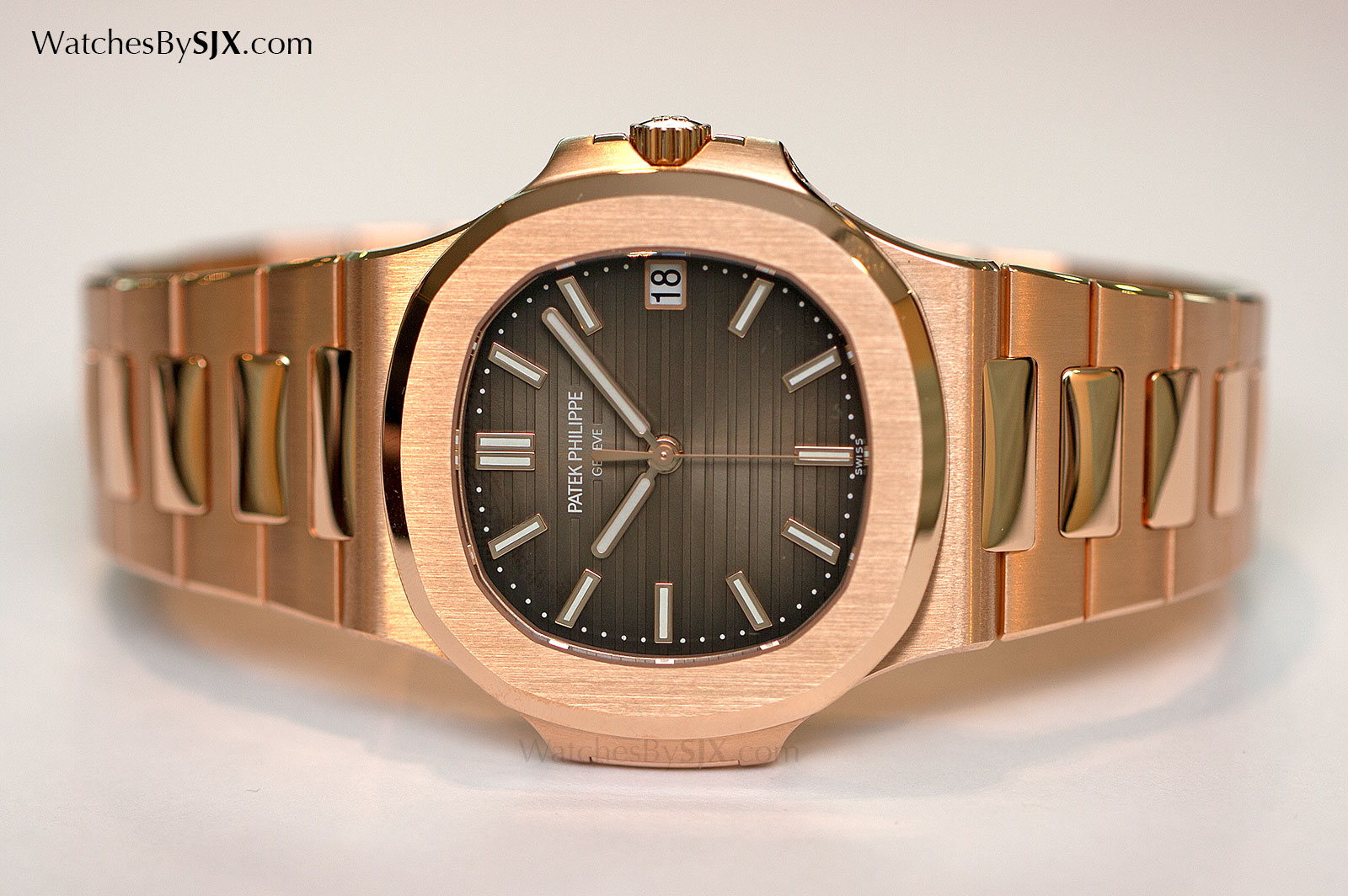 d57c2e9fe58 Up Close With The Patek Philippe Nautilus Ref. 5711/1R Rose Gold On ...