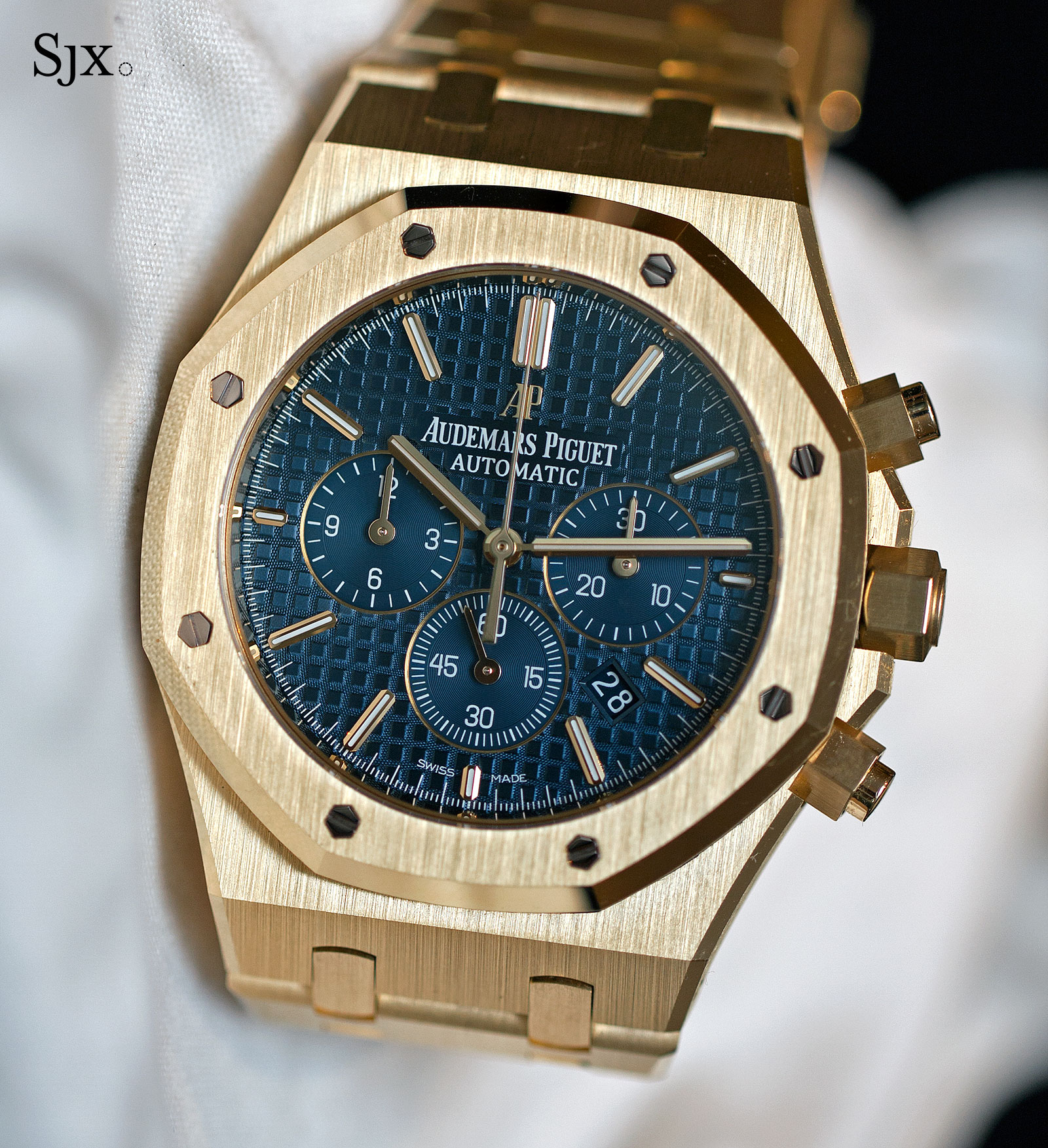 b4646e1ac115c Hands-On with the Audemars Piguet Royal Oak Chronograph 41 mm Yellow ...