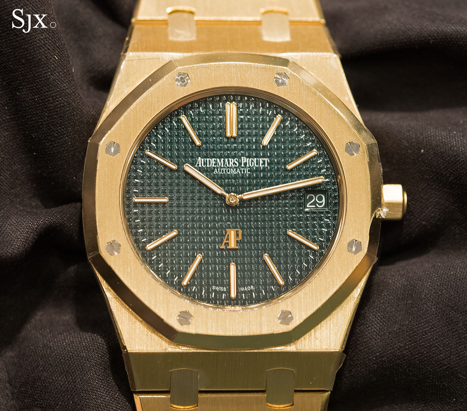 2e36470dc6d Hands-On with the Audemars Piguet Royal Oak Extra-Thin Limited ...