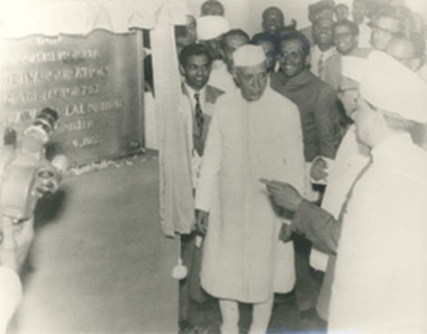 HMT-Lauch-by-PM-Nehru