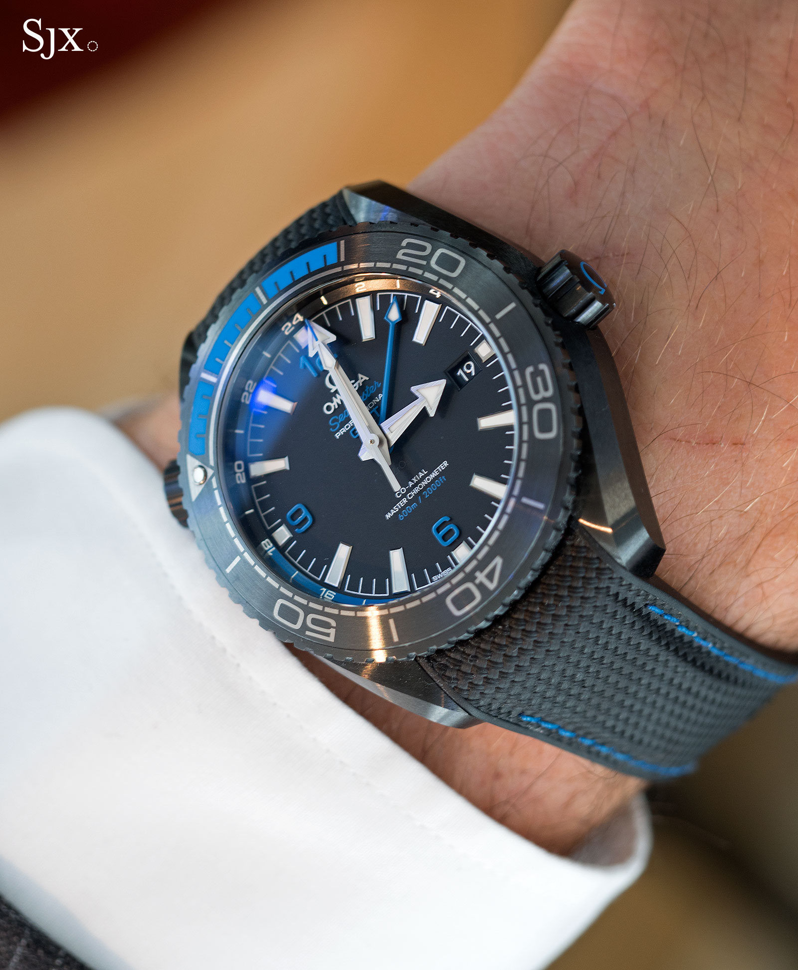 A Detailed Look At The Omega Seamaster Planet Ocean Deep