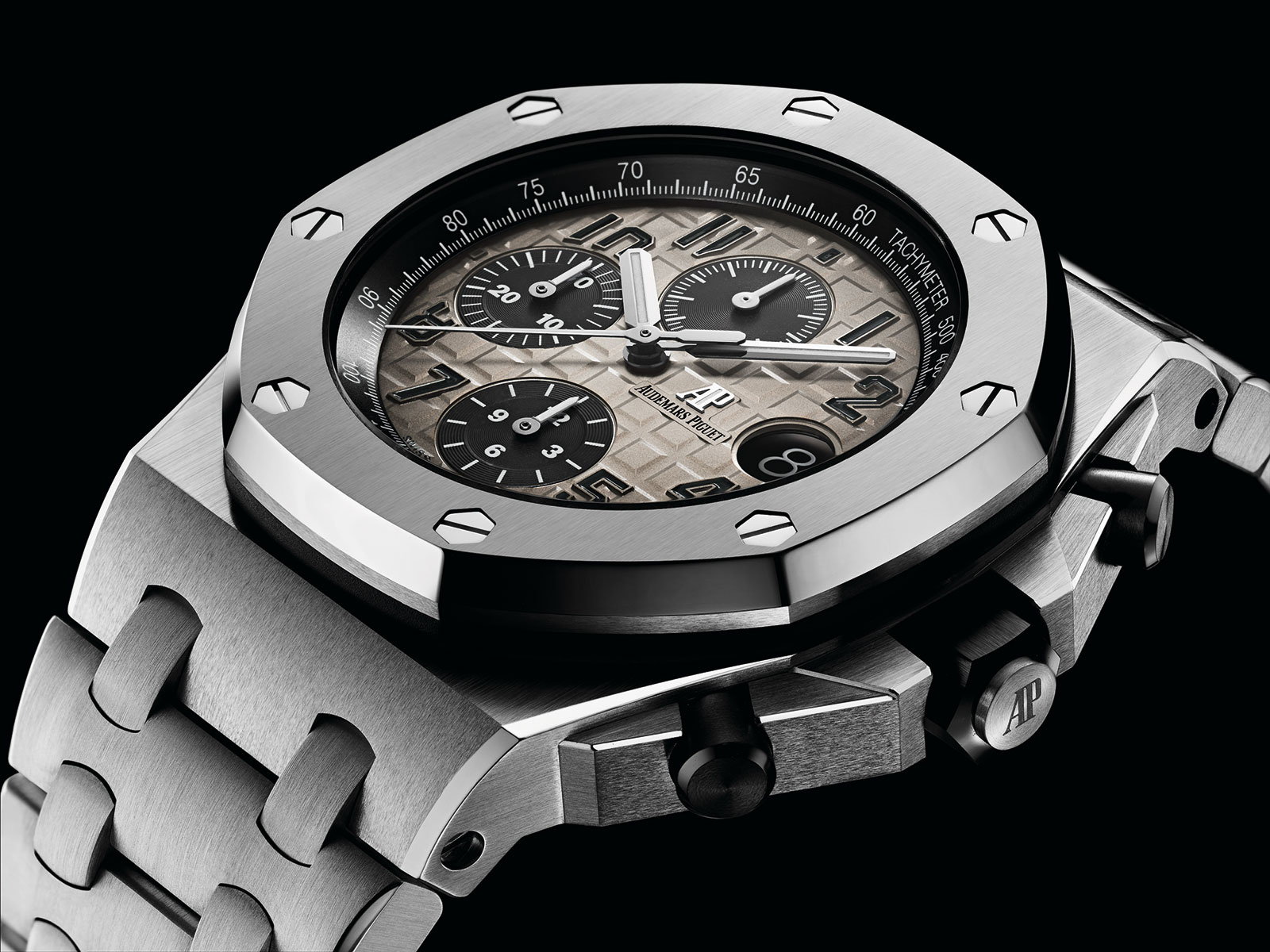b7c699bae045 Audemars Piguet Facelifts the Royal Oak Offshore Chronograph 42mm ...