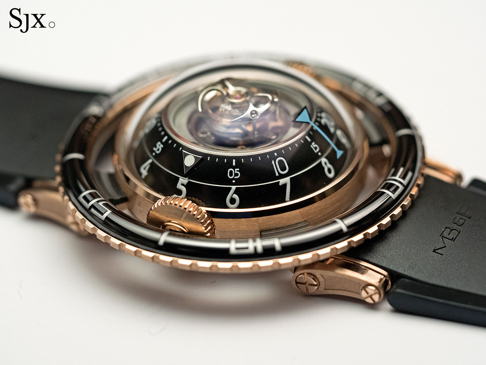 MB&F HM7 Aquapod red gold 4