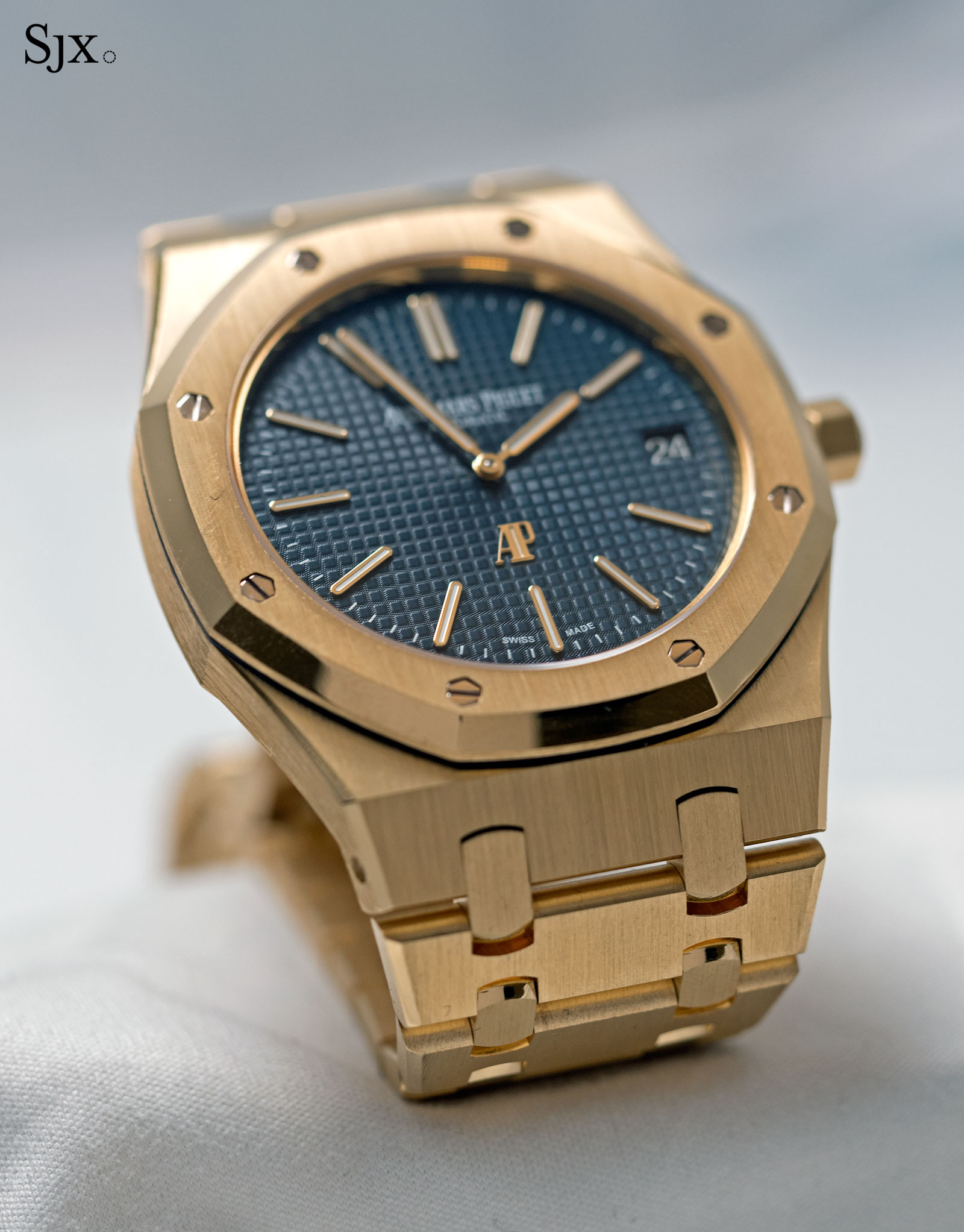 AP Royal Oak Extra Thin yellow gold blue 9
