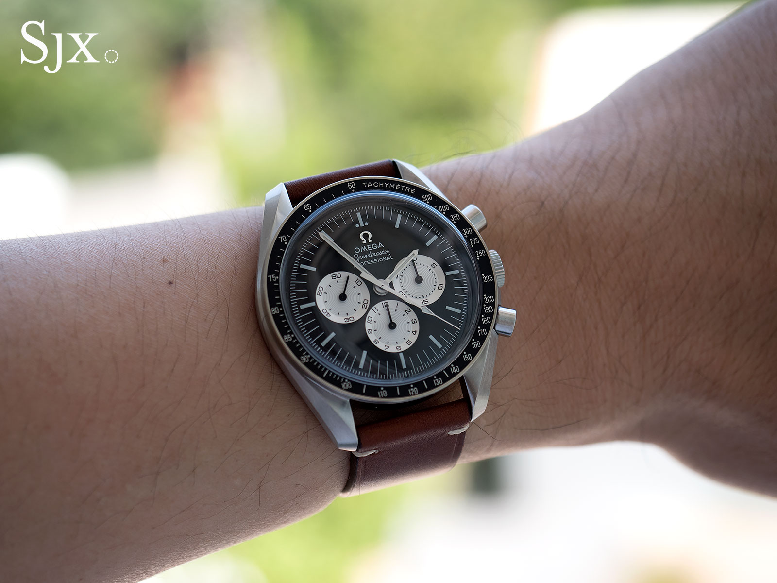 Living With The Omega Speedmaster Speedy Tuesday Sjx Watches