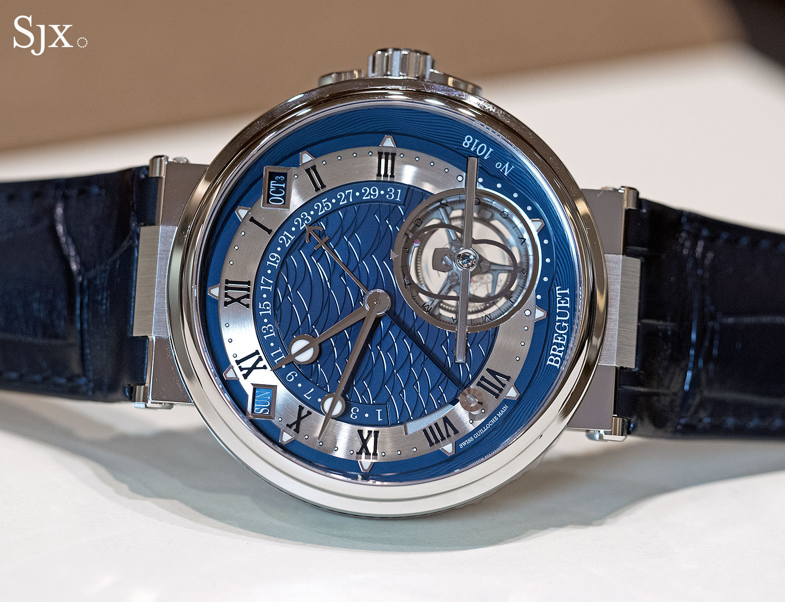 The distinctive wave guilloche on the Équation Marchante 5887