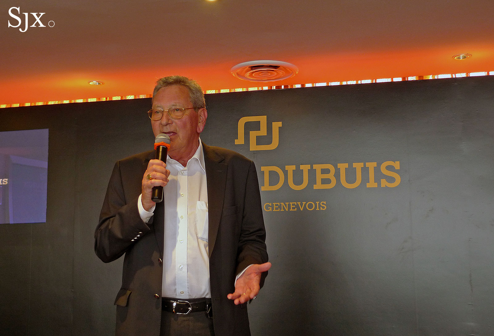 Mr Roger Dubuis