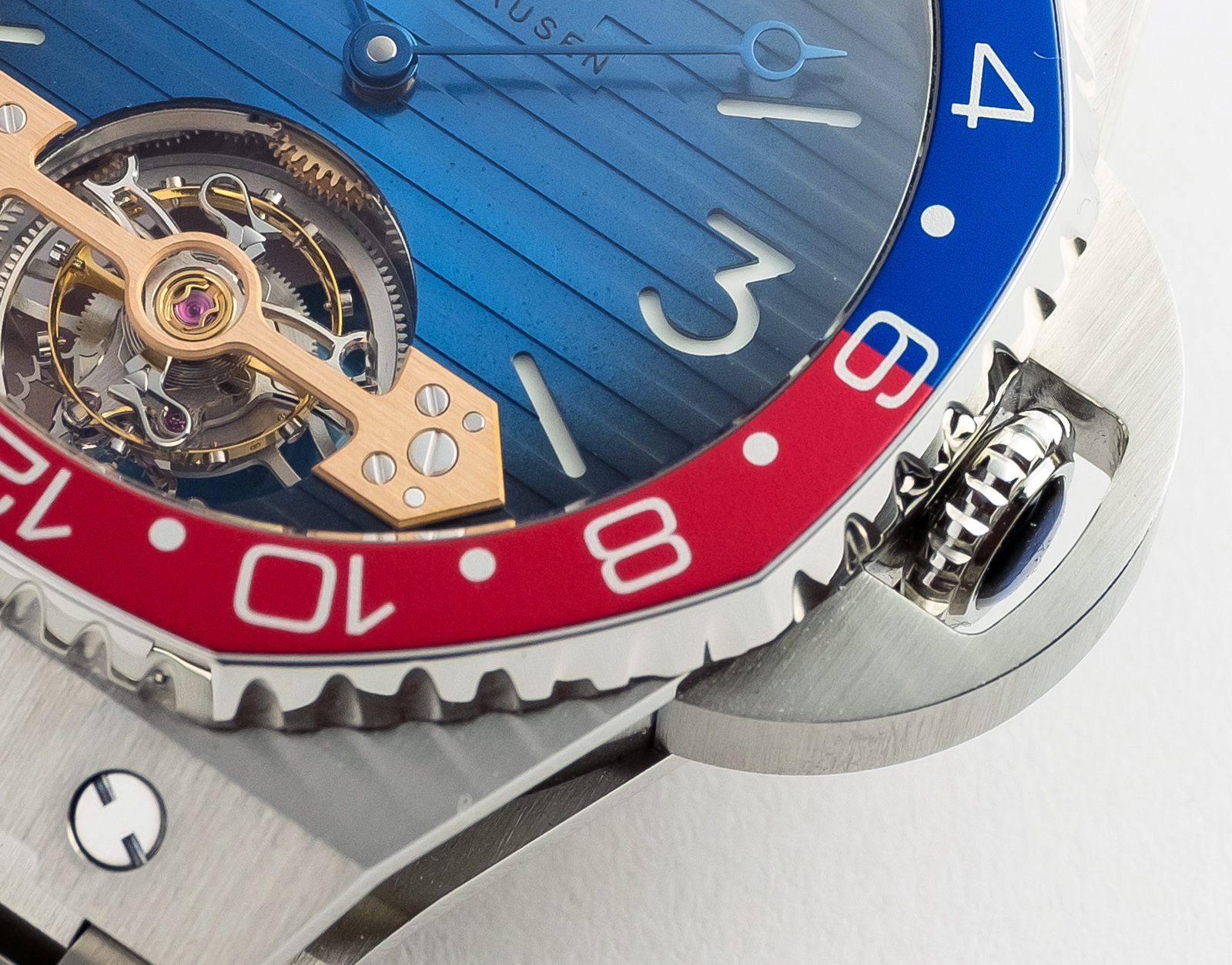 H.Moser & Cie Swiss Icons Watch_33804-1200_Lifestyle_1