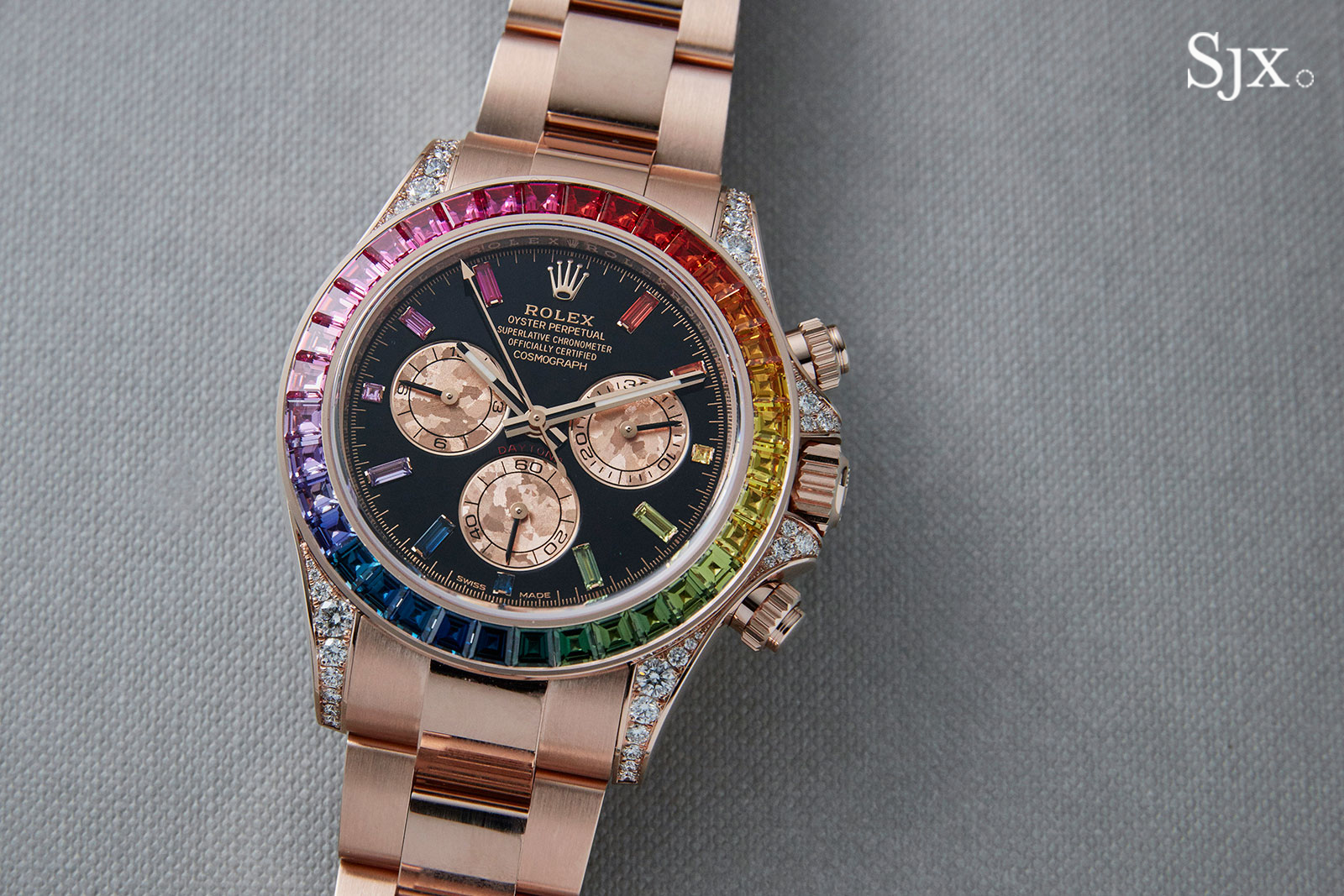 up close with the rolex daytona rainbow in everose sjx. Black Bedroom Furniture Sets. Home Design Ideas