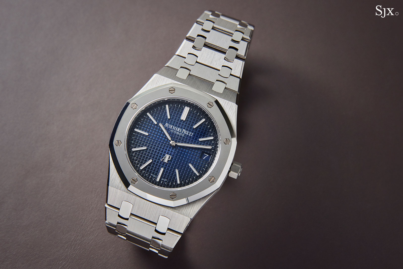 2748a5526e3 Hands-On with the Audemars Piguet Royal Oak Extra-Thin in Titanium ...