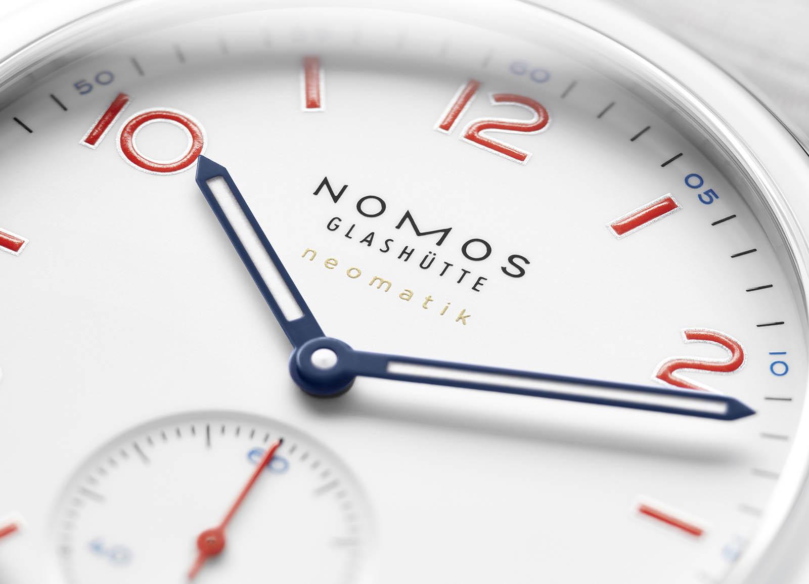 NOMOS_Ahoi_Club_Neomatik_Siren_White 1