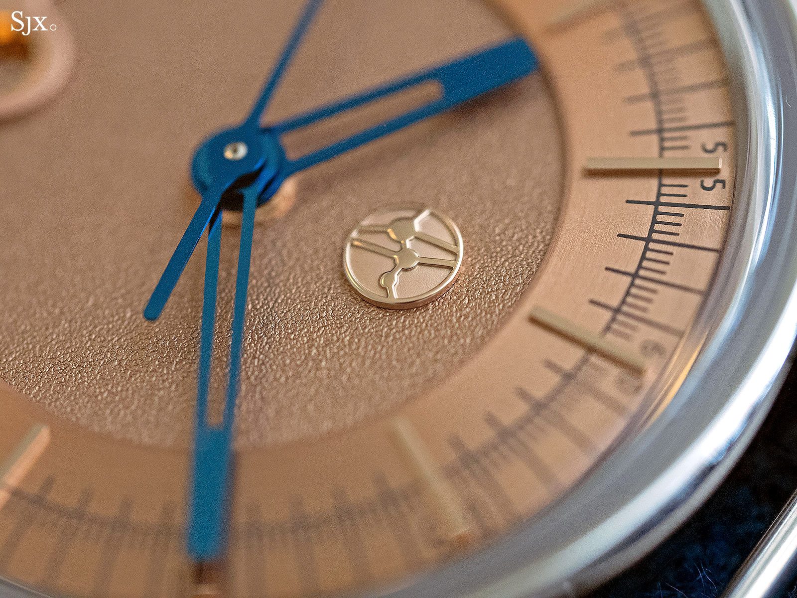 Lundis Bleus 1100-08 watch 3