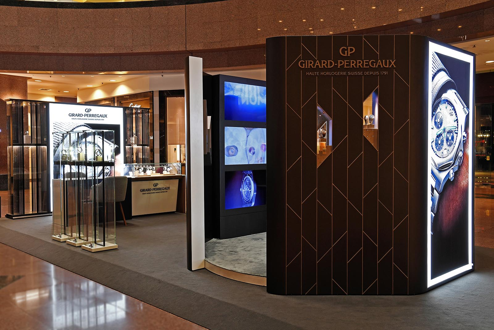 Girard-Perregaux Laureato Chronograph Exhibition 2