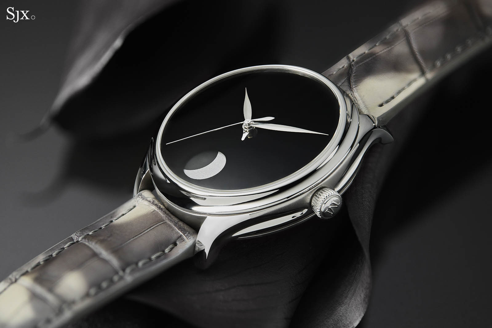 H. Moser & Cie. Endeavour Perpetual Moon Concept 7
