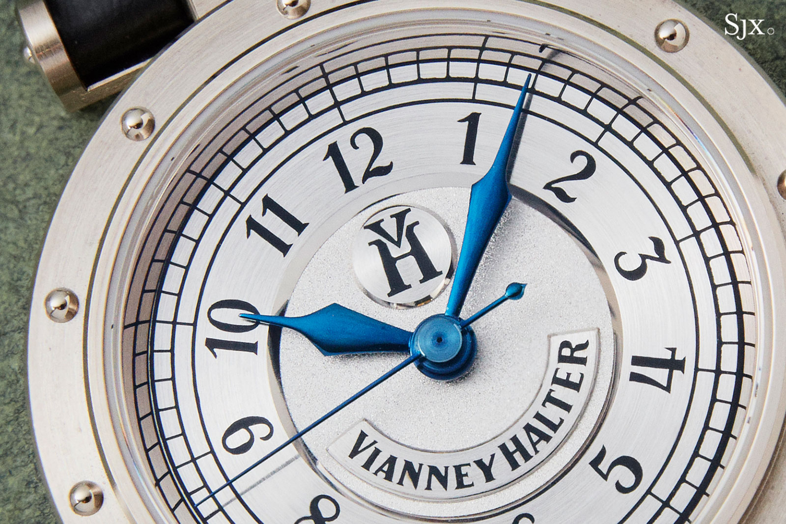 Vianney Halter Classic white gold 1