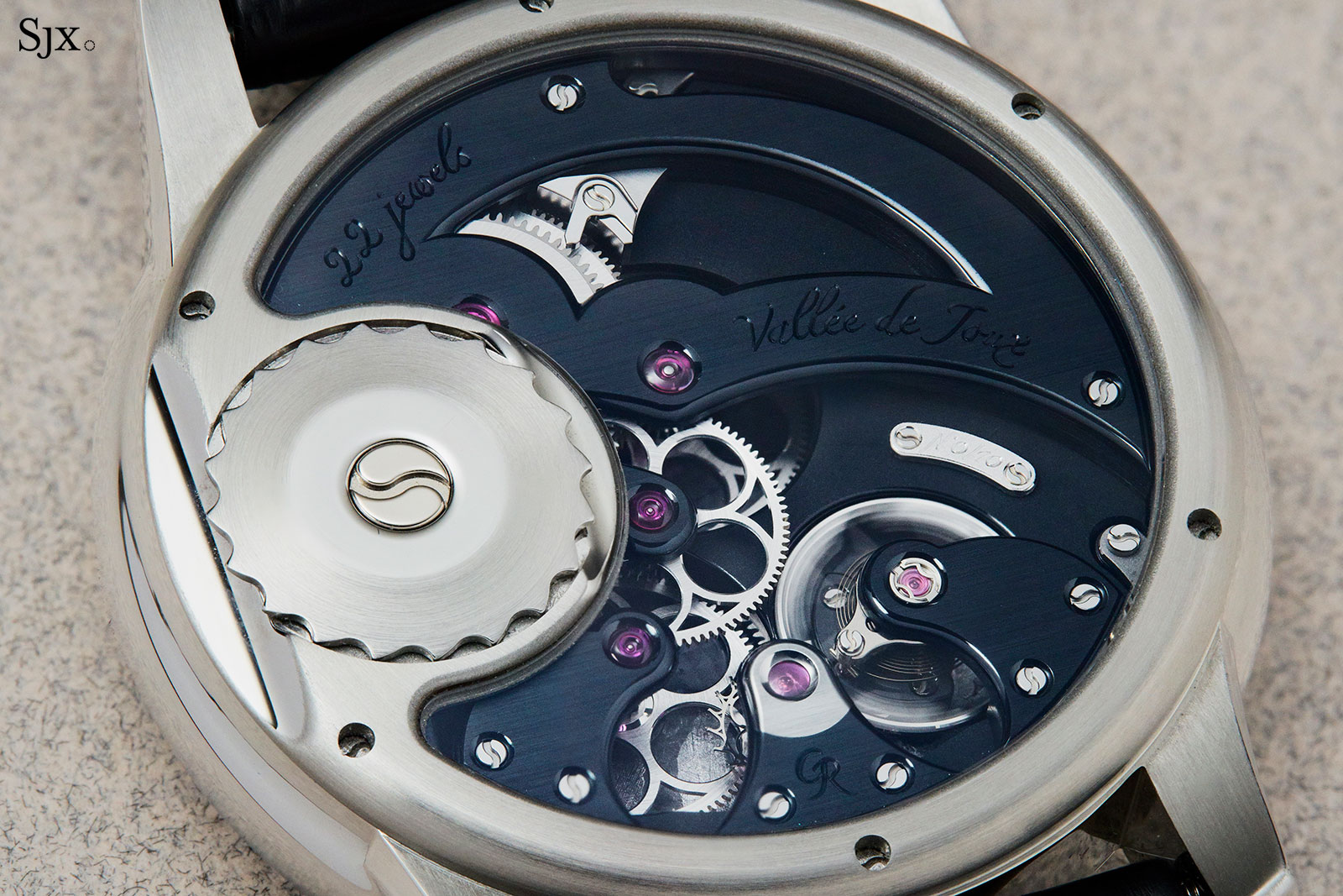Romain Gauthier Prestige HMS steel movement