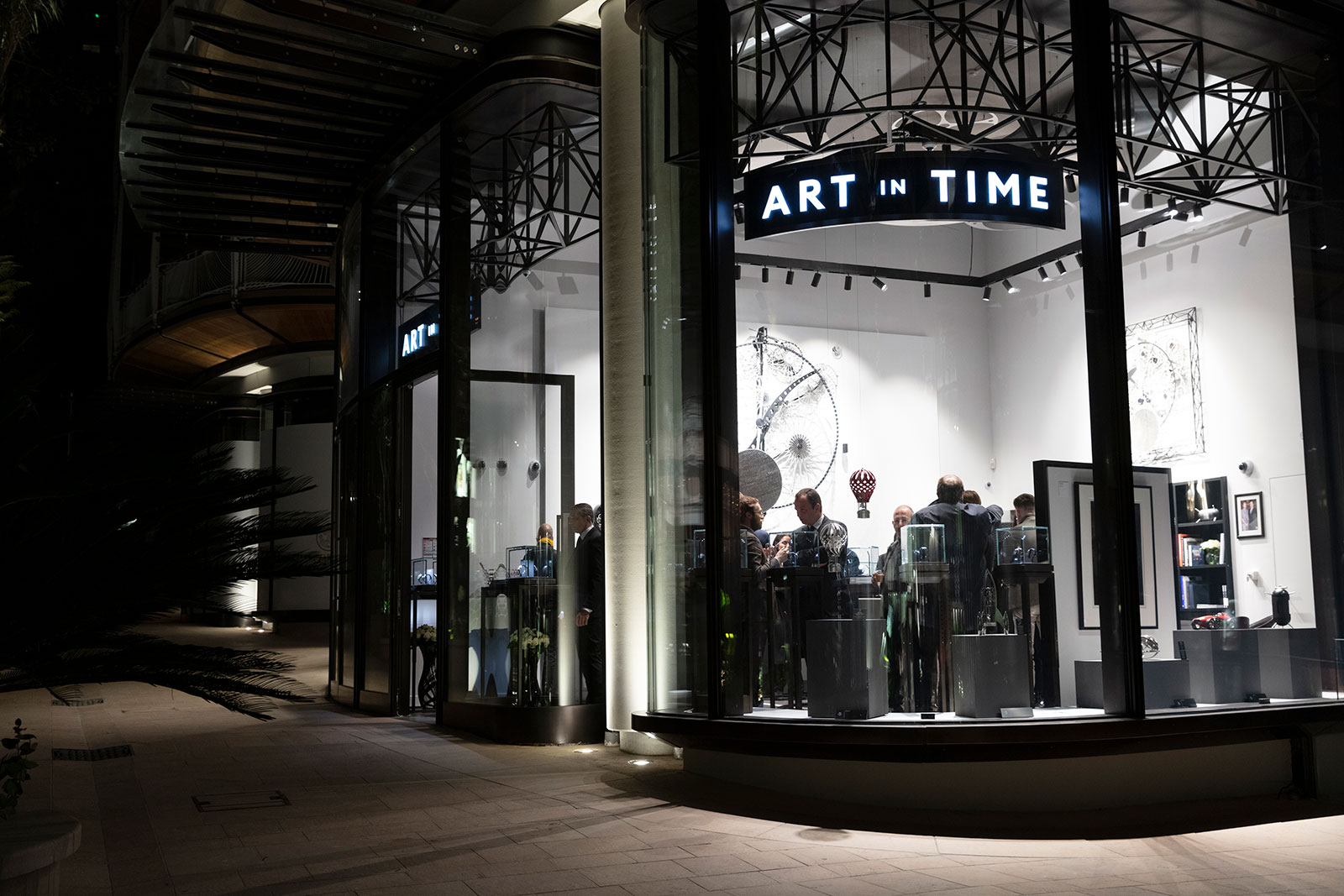 Art in Time Monaco shop 2