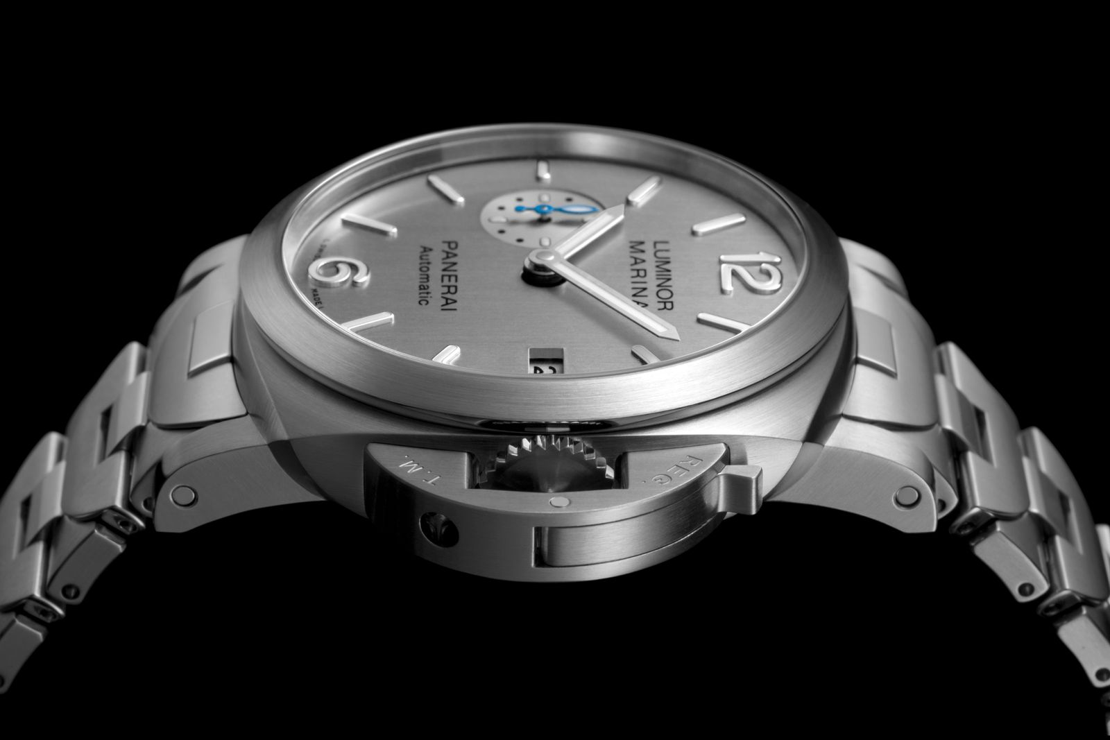 Panerai Luminor Marina 42mm side