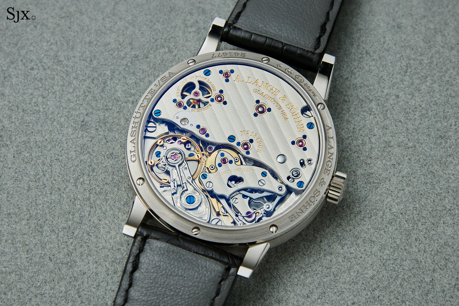 Richard-Lange-Jumping-Second-white-gold movement