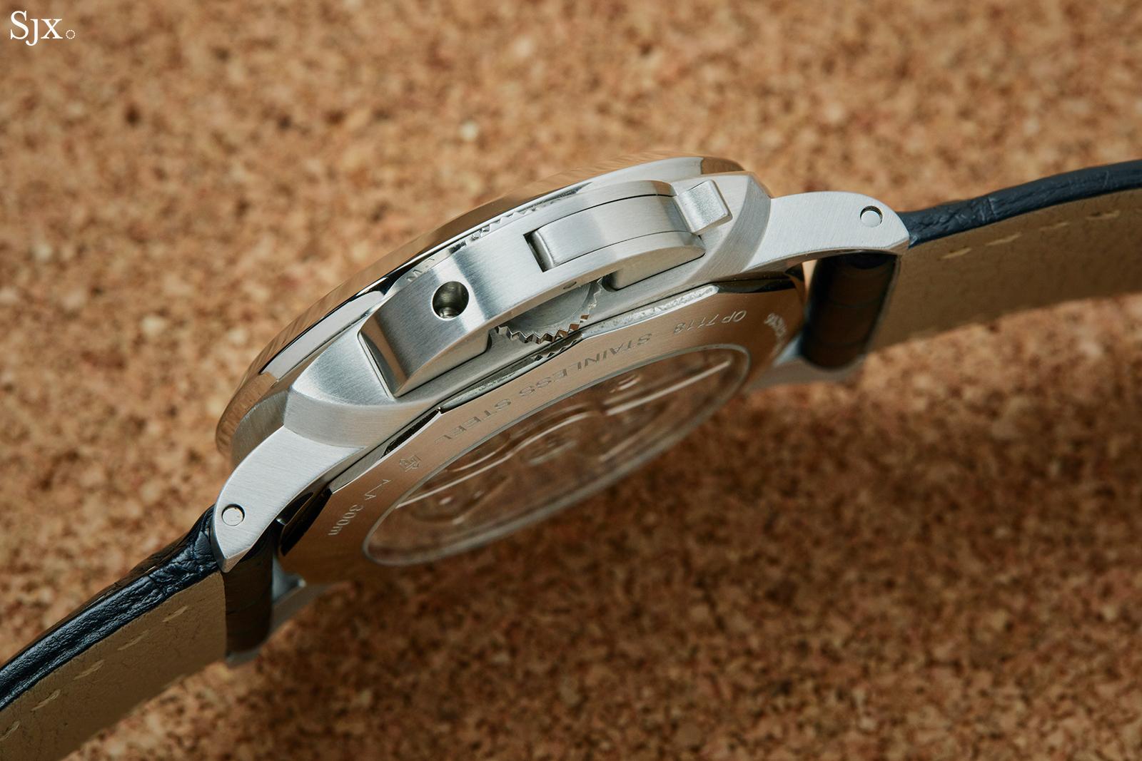 Panerai Luminor GMT PAM1033 crown