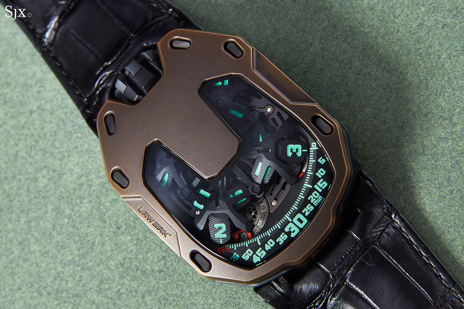 Urwerk UR-105 The Hour Glass 1