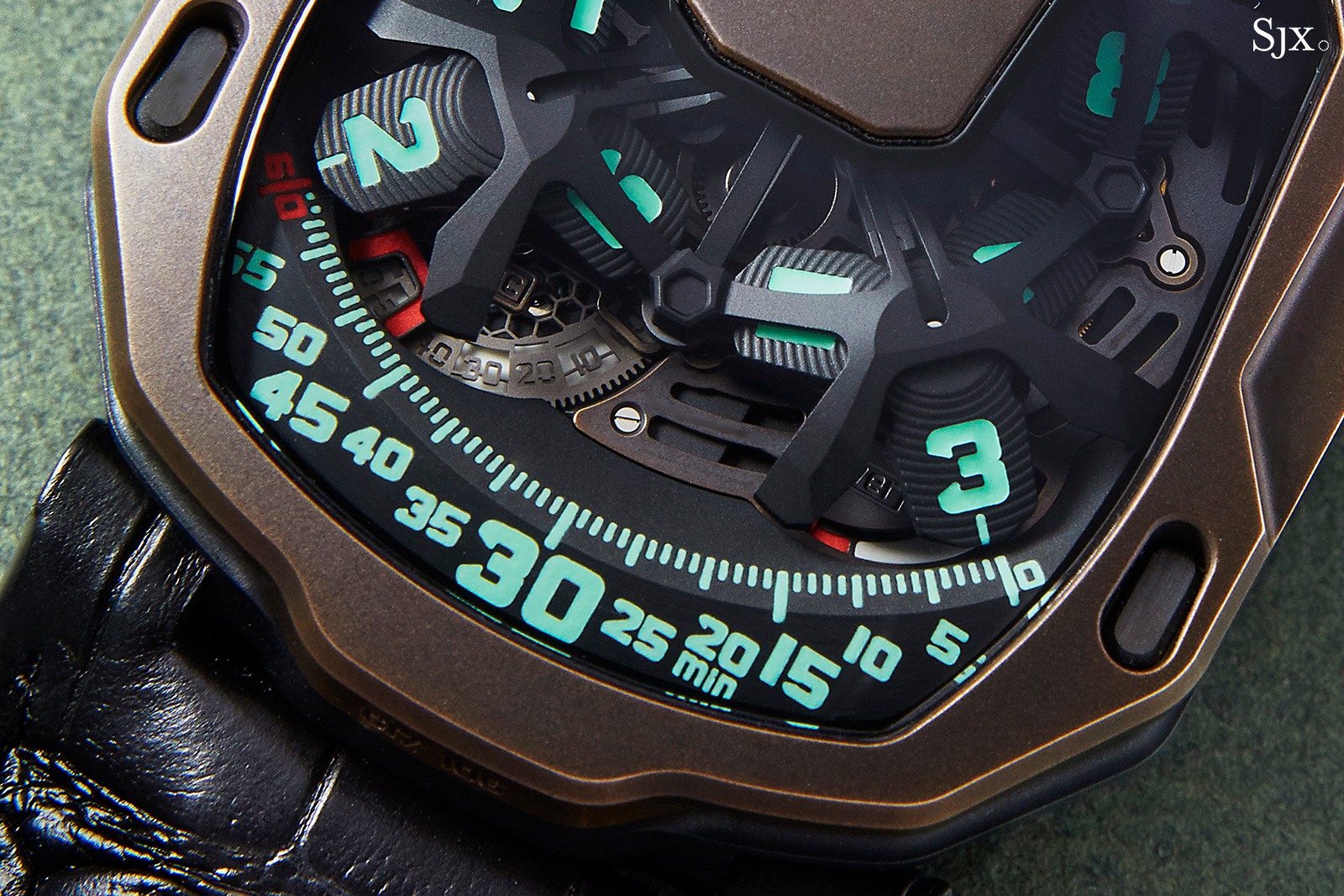 Urwerk UR-105 The Hour Glass 2