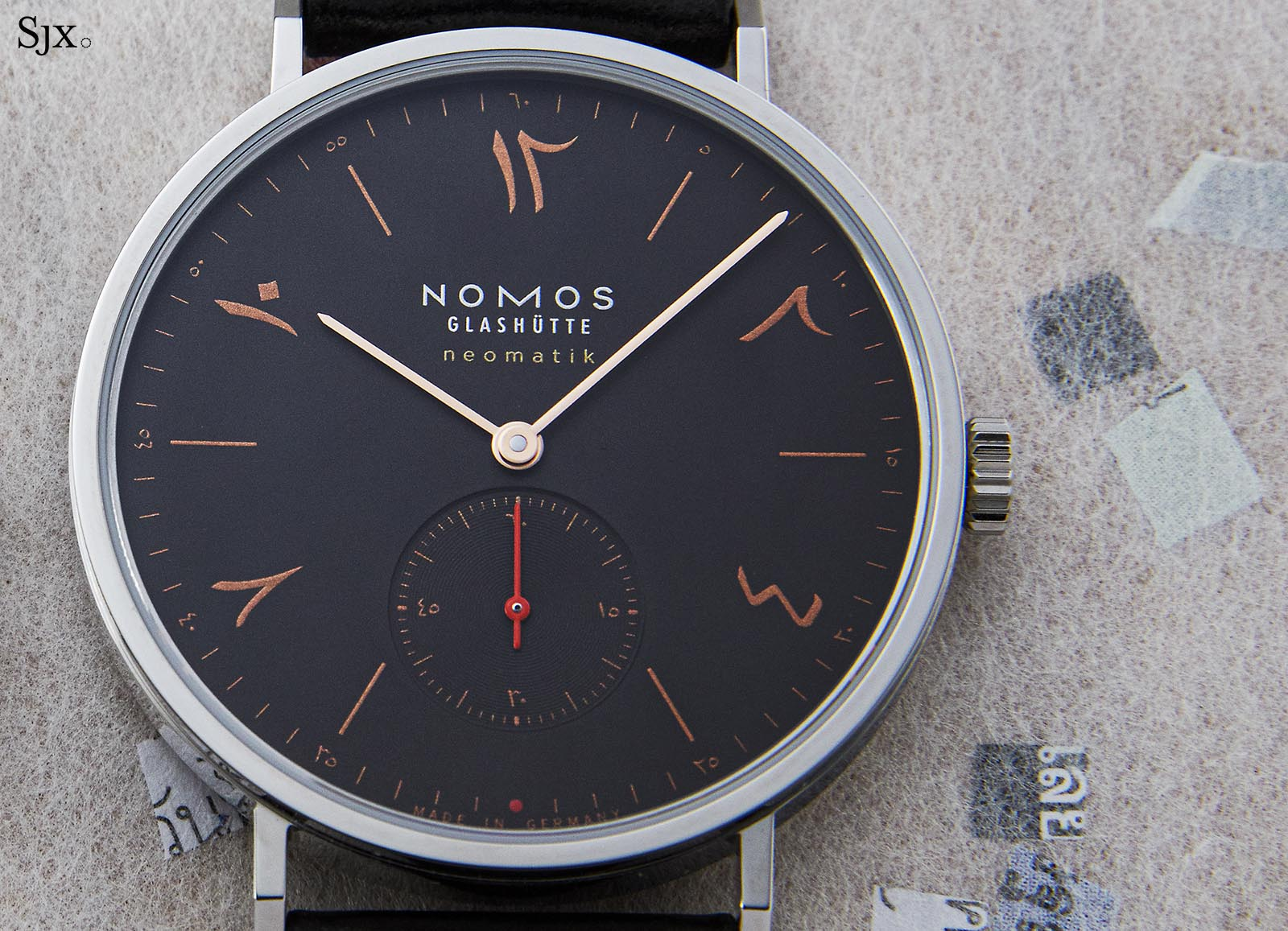 "Nomos Tangente Neomatik 39 Red Dot ""The Hour Glass""-2"