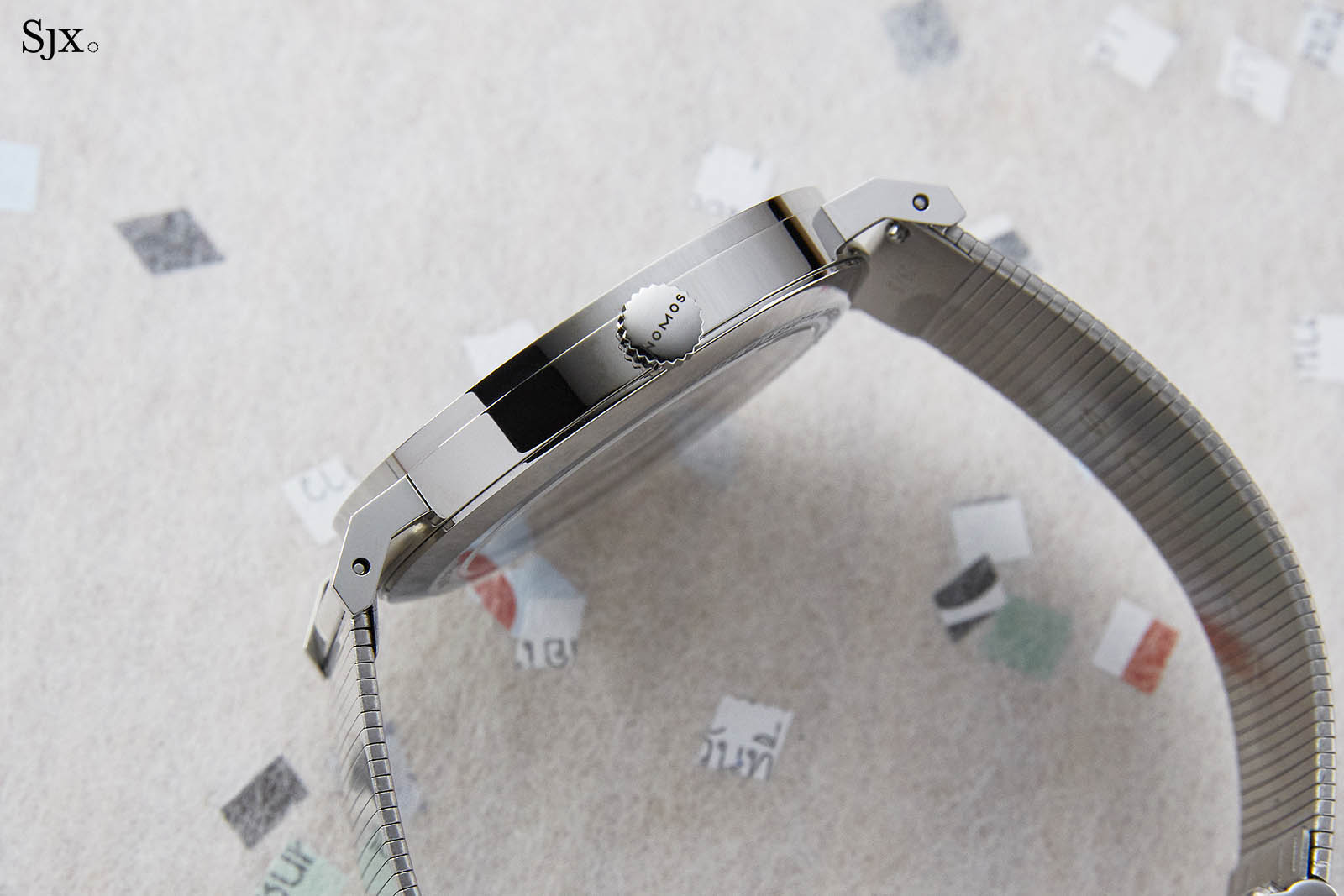 "Nomos Tangente Neomatik 39 Red Dot ""The Hour Glass"" 3"