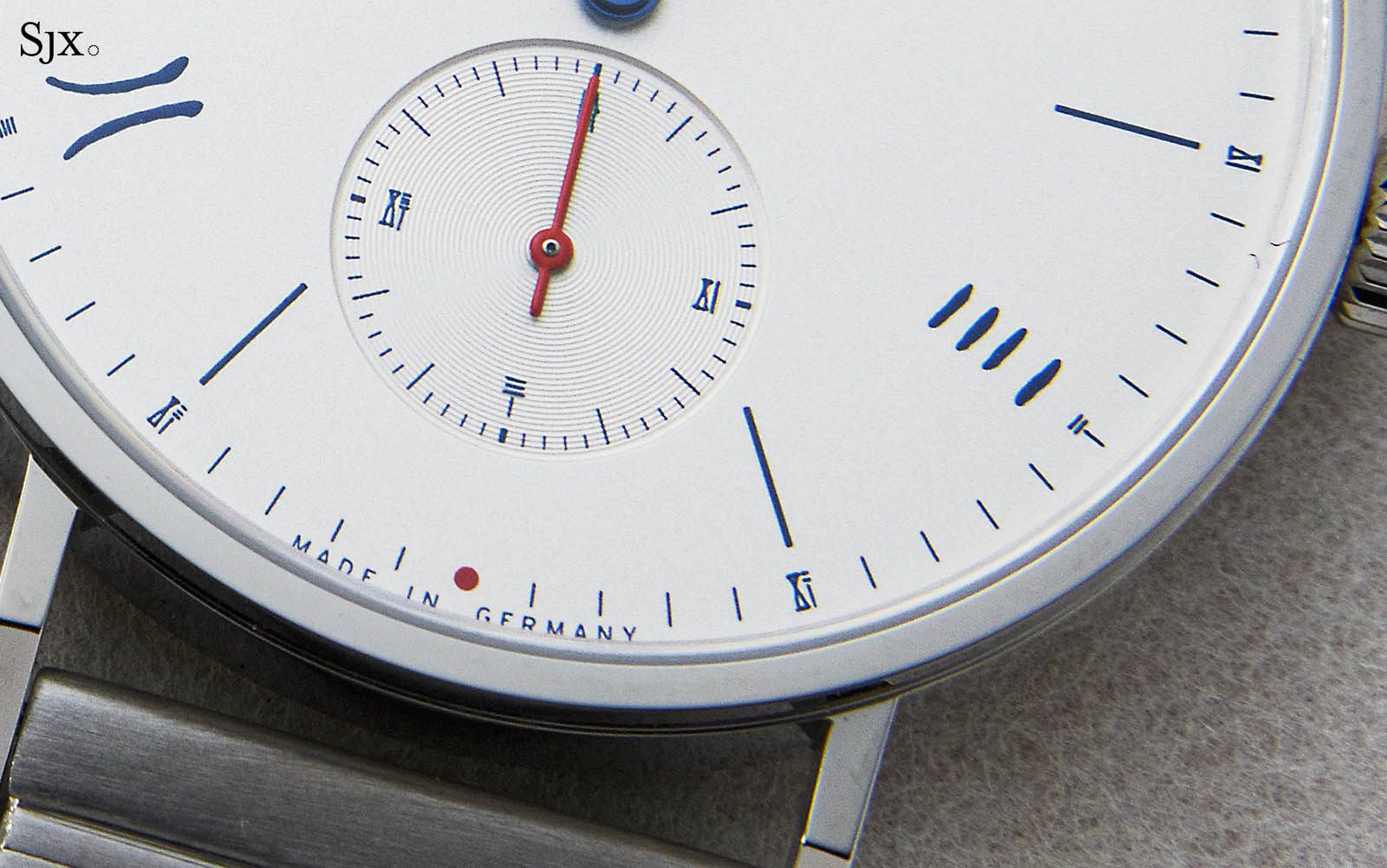 "Nomos Tangente Neomatik 39 Red Dot ""The Hour Glass"" 8"
